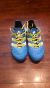 Adidas soccer shoes size 3 boys