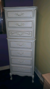 Beautiful 7 drawer Chest/dresser