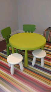 Ikea children table and chairs / table et chaises pour enfant