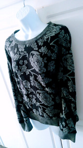 NWOT FLORAL SWEATER!