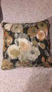 New throw cushions 4 qty London Ontario image 3