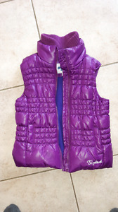 Girls OshKosh puffer vest barely worn