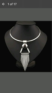 Silver dangling necklace