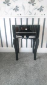 Black high gloss side table