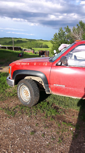 Chevy 4x4 2500 MANUAL LOW KM