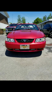 2000 ford mustang gt convertible    9500