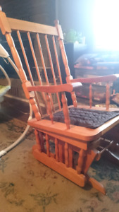 Rocking chair/glider with foot rest