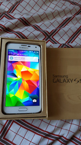 Rogers Samsung s5 16 gb, good condition