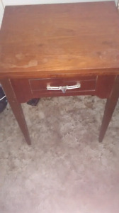 Sewing machine/Table