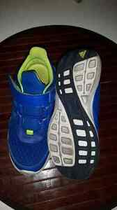 Boys Adidas Runners - size 13 Kitchener / Waterloo Kitchener Area image 2