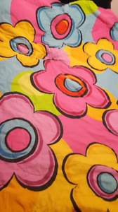 Reversible comforter and pillow case