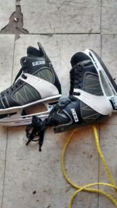 CHILD'S HOCKEY SKATES SIZE ONE USED