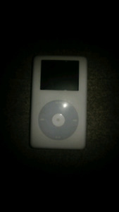 30 GB IPOD WITH CHARGING CABLE AND A DOCKING STATION / SPEAKERS