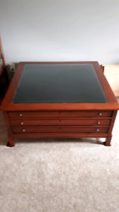 COFFEE TABLE / DISPLAY TABLE