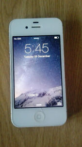 iPhone 4S - Bell Mobility cellphone network Excellent condition