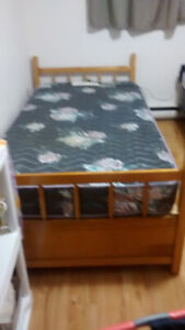 Single Bed with drawers mattress included 50$