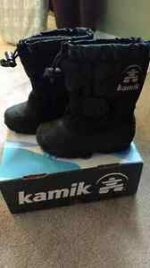 Kamik Size 8 toddler boots