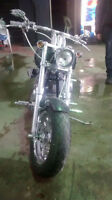 harley softail 2005 24000 kilometres beaucoup de Chrome 13500$ o