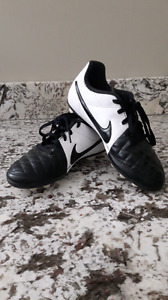 Kids Nike soccer cleats size 1 or size 3
