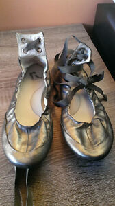 Metallic ballet flat by report