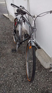 """Supercycle Commuter bike 23 """" frame 26x1.5 tires good state 5 sp West Island Greater Montréal image 4"""