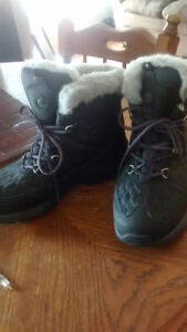 Merrell winter boots with excellent grips, never worn $65
