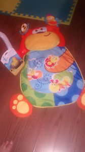 Tummy time mat and brand new ducky thermometer Sarnia Sarnia Area image 1