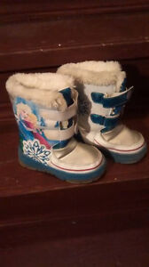 Frozen Winter Boots. Size 9 With flashing lights..!!