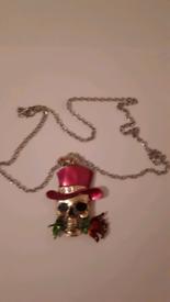 Skull necklace new
