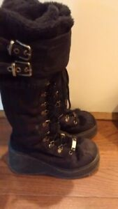 Black boots, size 7