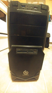 Atx mid-tower computer case.