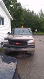 2002 gmc 6 cyl  4x4 5 speed with low kms on it selling as is