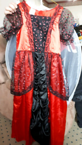 Witch/ queen of hearts... sz 7/10