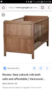 Wooden crib/toddler bed.