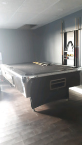 IRVING KAYE VINTAGE COIN OPERATED POOL TABLE