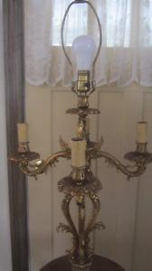 Chandelier antique sur pied en brass