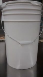 23 and 16 litre food grade pails with snap-tight lids for sale