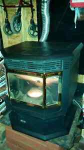 Quadrafire CB1200 Pellet Stove. Mint Condition