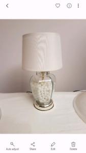 Petite lampe de table avec billes