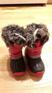 Winter boots girls size small 9 ( for about a 4 year old)