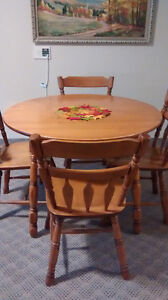 Roxton Dining Room Set, including Hutch - Must sell! Kingston Kingston Area image 4