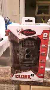 cloak 8 hunting camera still in the box Cambridge Kitchener Area image 1