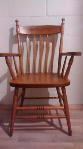 Solid oak table and 8 chairs London Ontario image 2