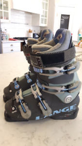 Ladies/girls Lange ski boots size 5