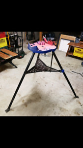 Tri stand pipe vise