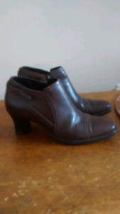 Clark's Leather Booties Size 7M