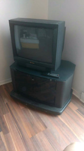Tv Hitachi with stand