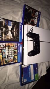 MINT CONDITION PS4 500GB WITH EXTRAS