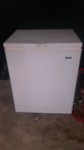 Selling stand up freezer
