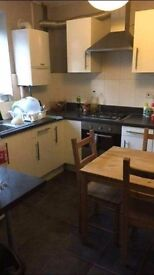 EXCLUSIVE ROOM TO RENT NEXT TO ROYAL VICTORIA DLR INCLUDES ALL BILLS *COUPLES WELCOME* VIEW NOW